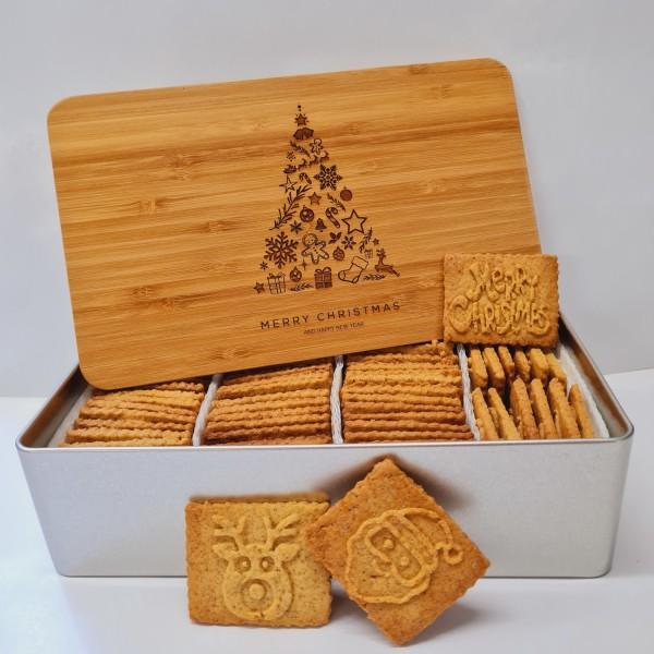 "Tannenbaum-Keksdose ""Merry Christmas"" mit 750g Butter-Spekulatius / Holzdeckel / Frühstücksbret"